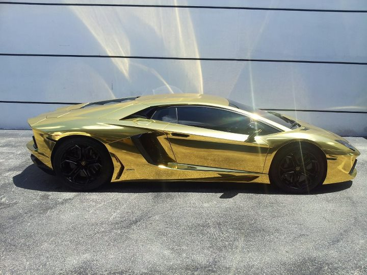 gold-aventador1.jpg.4e5ea1261c45c6669f4893801c7c981a.jpg